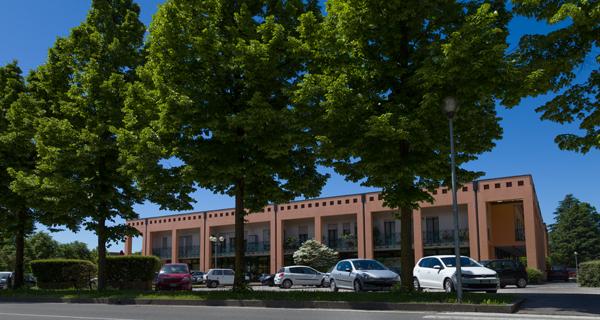 a pochi passi dalla Villa Contarini, il nostro negozio è circondato dal verde e dalle opere d'arte.